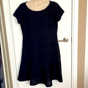LAURA+   18   Black Textured Lined Fluted Dress